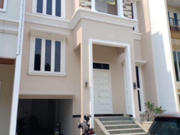 Rumah Cluster 3 Lantai Lokasi Strategis di Jalan Raya Jagakarsa, Jakarta Selatan