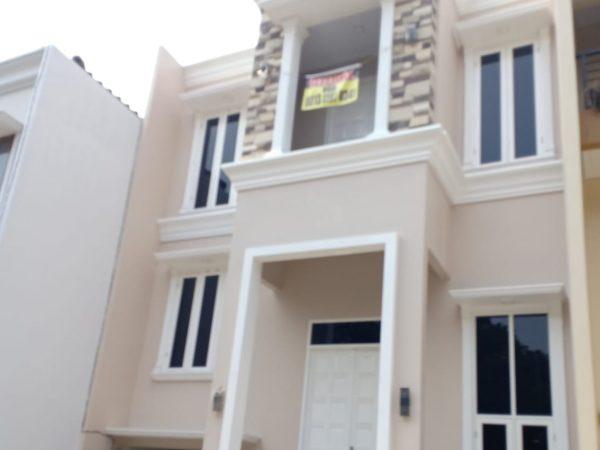 Rumah Cluster 3 Lantai Lokasi Strategis di Pinggir Jalan Raya Jagakarsa, Jakarta Selatan