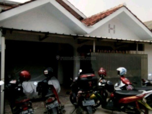 Rumah Second Lokasi Strategis dekat Kampus UI di Beji Timur, Depok