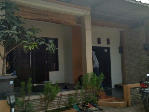 Rumah Second di Komplek Puri Gading Jatiwarna