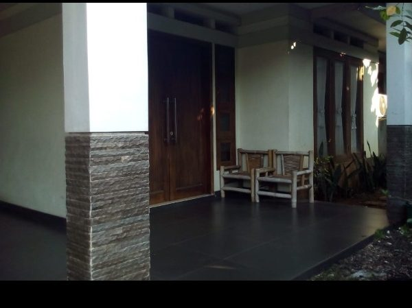 Rumah Second Asri di Kavling UI Beji